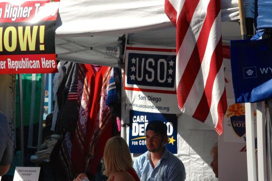 Non-particsan USO logo at the Republican booth?
