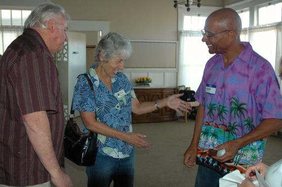 Nancy Witt admires Mike Johnson's Colombianshirt