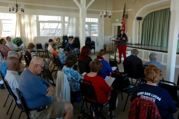 Nora talking to clubmembers